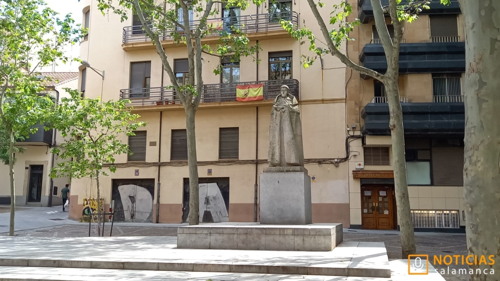 Escultura Tirso de Molina 4