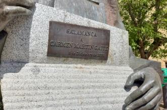 Escultura de Carmen Martín Gaite