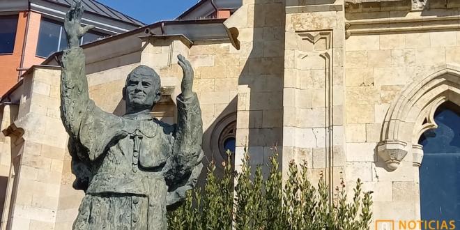 Alba de Tormes - Escultura Juan Pablo II